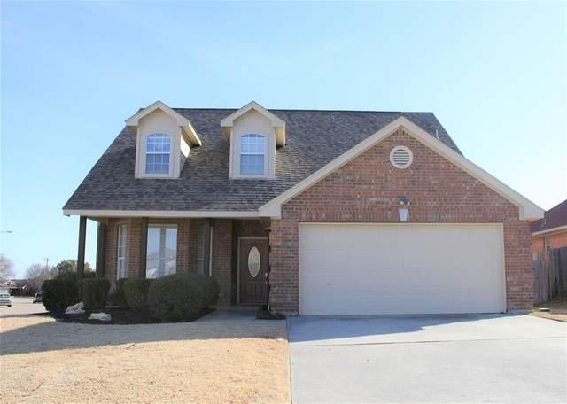 901 Robin Drive, Saginaw, TX 76179 (MLS #14500642) :: The Kimberly Davis Group