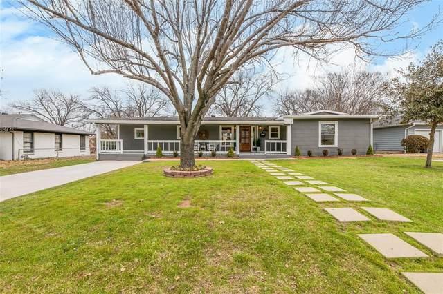 1209 S Pine Street, Grapevine, TX 76051 (MLS #14520900) :: Team Tiller