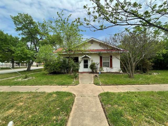 401 SW 4th Avenue, Mineral Wells, TX 76067 (MLS #14540898) :: The Hornburg Real Estate Group