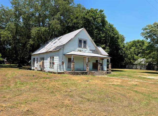 300 Buffalo, Chico, TX 76431 (MLS #14543841) :: The Property Guys