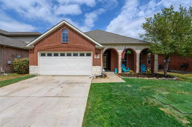 1721 Duck Cove Drive, Aubrey, TX 76227 (MLS #14544751) :: The Chad Smith Team