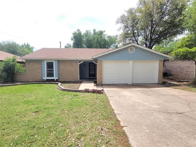 7424 Sandywoods Court, Fort Worth, TX 76112 (MLS #14555383) :: The Mauelshagen Group