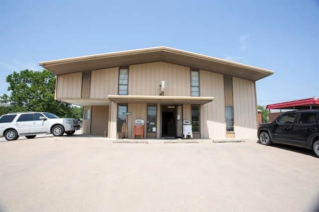 1010 Indiana Street, Graham, TX 76450 (MLS #14561080) :: The Kimberly Davis Group