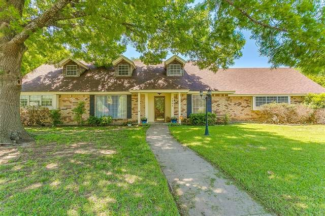 1004 Berkley Drive, Cleburne, TX 76033 (MLS #14572385) :: VIVO Realty
