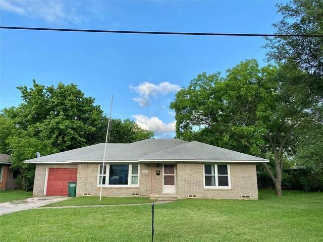1104 Magnolia Street, Gainesville, TX 76240 (MLS #14575325) :: VIVO Realty