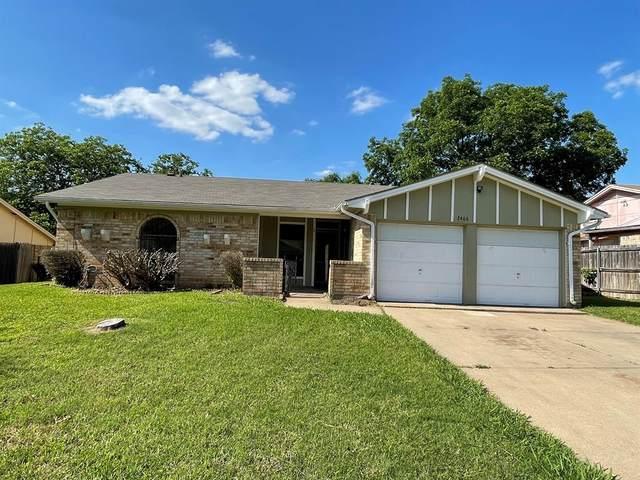 2406 Parkside Drive, Grand Prairie, TX 75052 (MLS #14580733) :: The Daniel Team