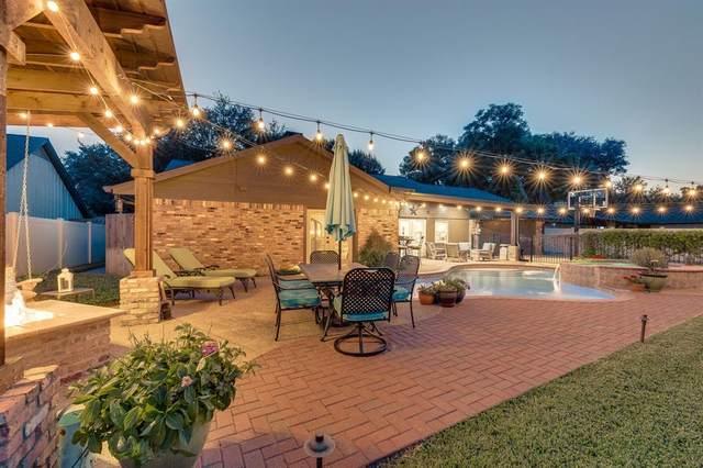 2206 Scarlet Lane, Grand Prairie, TX 75050 (#14587132) :: Homes By Lainie Real Estate Group