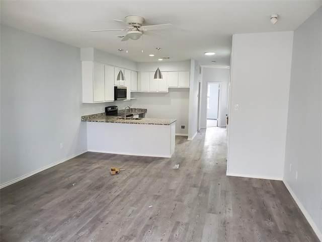 1933 Island Circle B204, Tool, TX 75143 (#14602364) :: Homes By Lainie Real Estate Group