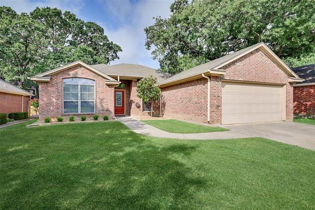 516 Oakbrook Drive, Burleson, TX 76028 (MLS #14608074) :: Front Real Estate Co.