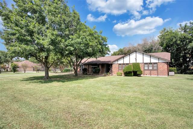 111 Mccullar Road, Burleson, TX 76028 (MLS #14631503) :: Real Estate By Design