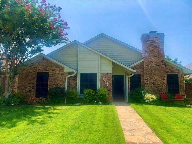 1506 Raleigh Drive, Carrollton, TX 75007 (MLS #14634603) :: Real Estate By Design