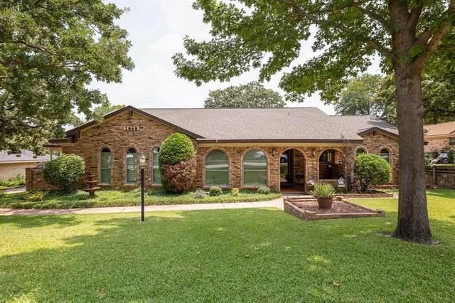 2868 Winterhaven Drive, Hurst, TX 76054 (MLS #14643015) :: The Chad Smith Team