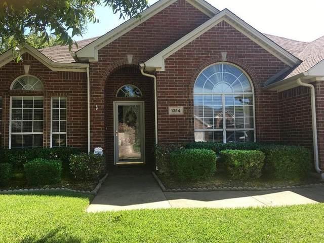 1314 Pegasus Drive, Arlington, TX 76013 (MLS #14647298) :: Craig Properties Group