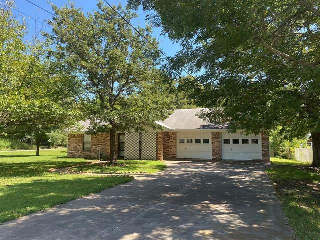 303 W Crump Street, Saint Jo, TX 76265 (#14655963) :: Homes By Lainie Real Estate Group