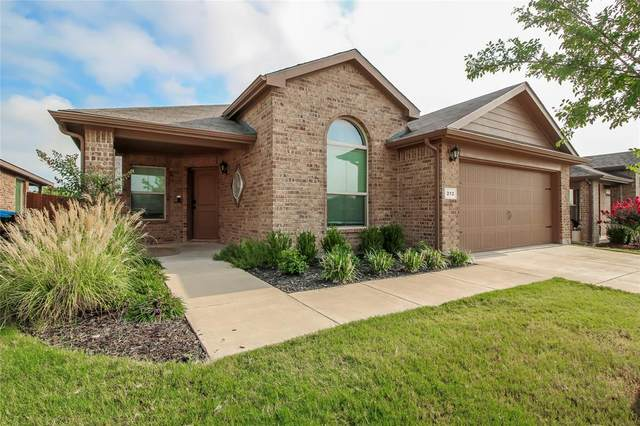 212 Crowfoot Drive, Fort Worth, TX 76131 (MLS #14667855) :: Russell Realty Group