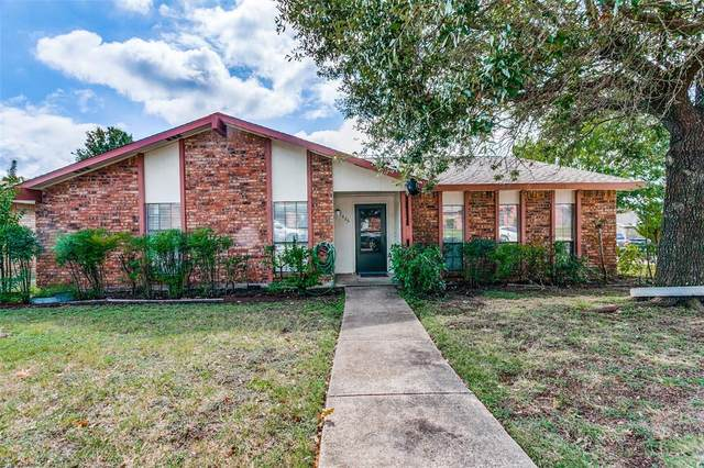 7426 Oakmore Drive, Dallas, TX 75249 (MLS #14680531) :: The Star Team | Rogers Healy and Associates