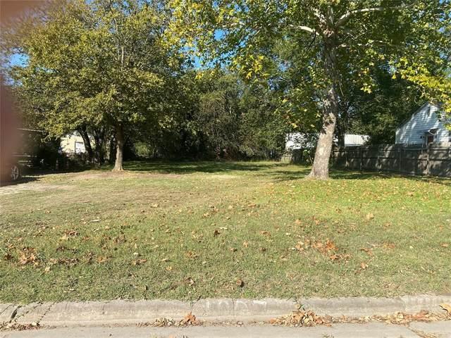 1007 S Clements Street, Gainesville, TX 76240 (MLS #14685667) :: Lisa Birdsong Group | Compass