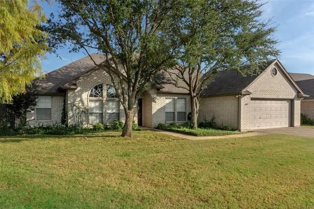 8109 Wendy Lane, Benbrook, TX 76116 (MLS #14685938) :: Jones-Papadopoulos & Co