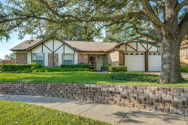 724 Huntwich Drive, Bedford, TX 76021 (MLS #14687061) :: The Chad Smith Team