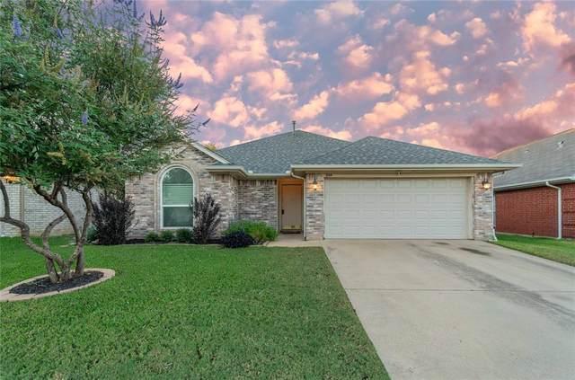 1044 Springhill, Saginaw, TX 76179 (MLS #14690108) :: Texas Lifestyles Group at Keller Williams Realty