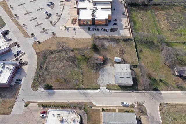 704 Dallas Drive, Roanoke, TX 76262 (MLS #14010228) :: Real Estate By Design