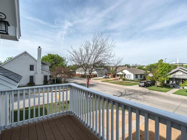 205 Dooley, Grapevine, TX 76051 (MLS #14014060) :: RE/MAX Town & Country