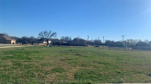 303 Third Street, Lindsay, TX 76250 (#14260776) :: Homes By Lainie Real Estate Group