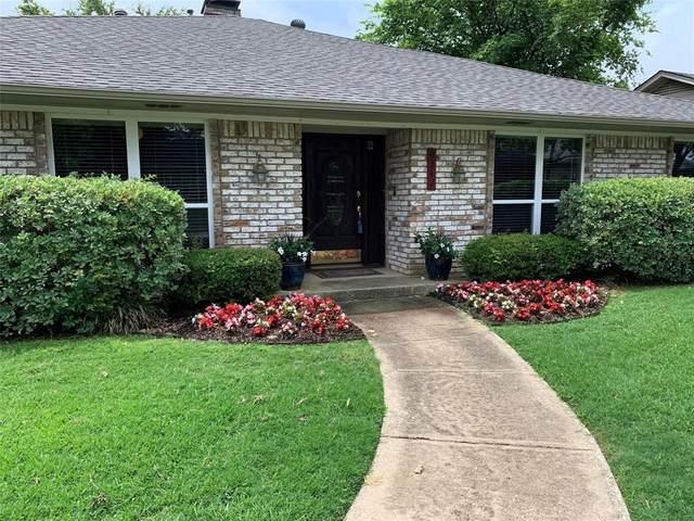 9242 Loma Vista Drive, Dallas, TX 75243 (MLS #14302361) :: Frankie Arthur Real Estate