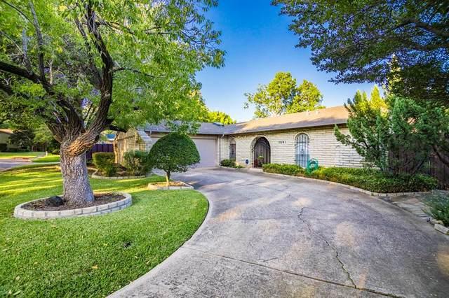 15541 Branchcrest Circle, Dallas, TX 75248 (MLS #14447696) :: The Paula Jones Team   RE/MAX of Abilene