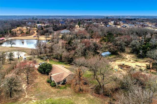 2305 S Lang Avenue, Denison, TX 75020 (#14465989) :: Homes By Lainie Real Estate Group