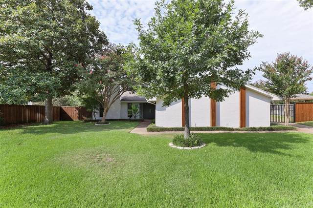 4224 Royal Ridge Drive, Dallas, TX 75229 (MLS #14487348) :: The Chad Smith Team