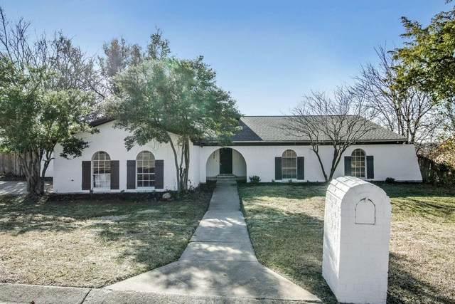 8709 Hidden Hill Drive, Fort Worth, TX 76179 (MLS #14494039) :: The Kimberly Davis Group