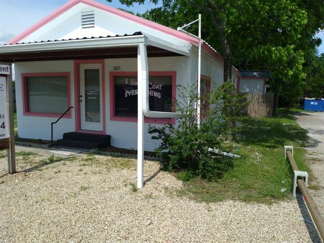 207 N Bosque Street, Whitney, TX 76692 (MLS #14496596) :: Real Estate By Design