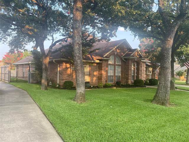 2708 Tally Ho Drive, Hurst, TX 76054 (MLS #14621993) :: Real Estate By Design