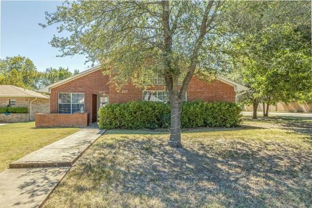 207 Rainey Street, Bonham, TX 75418 (MLS #14669656) :: Trinity Premier Properties