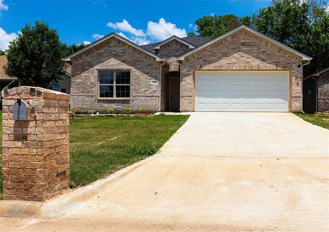 1205 Amsden Circle, Denison, TX 75020 (MLS #14282648) :: NewHomePrograms.com LLC