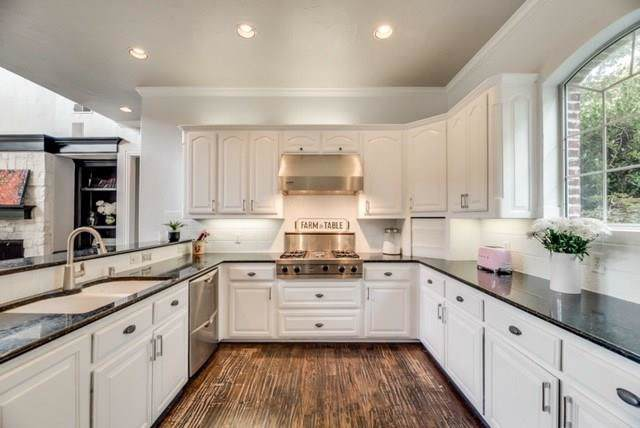 8604 Baltusrol Drive, Flower Mound, TX 75022 (MLS #14095571) :: Real Estate By Design