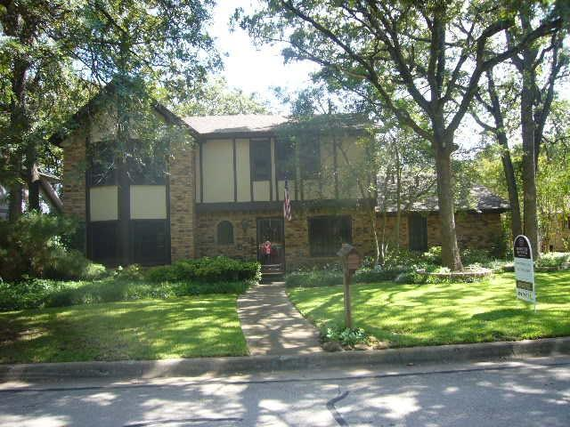 1002 Wayland Drive, Arlington, TX 76012 (MLS #13673492) :: RE/MAX Pinnacle Group REALTORS
