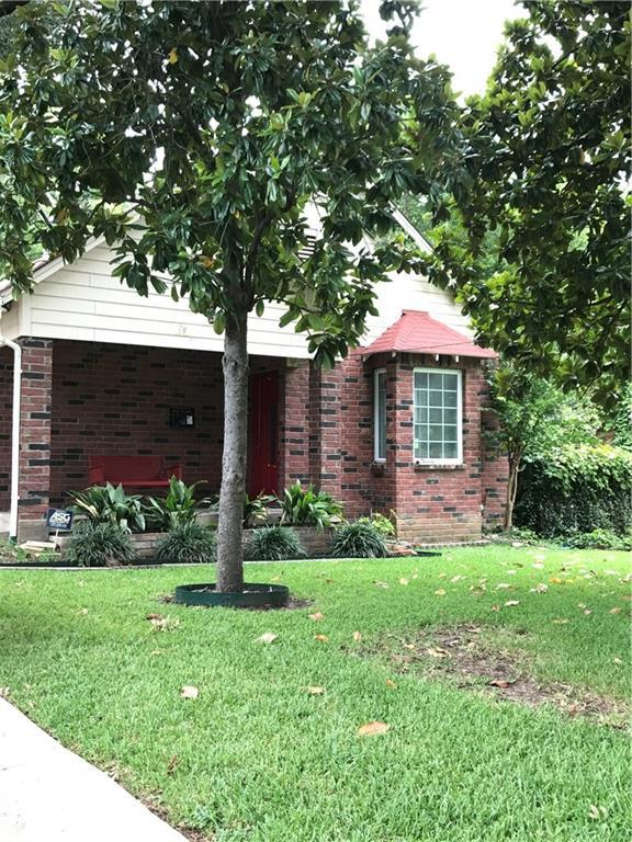 1421 Eastus Drive, Dallas, TX 75208 (MLS #13673655) :: RE/MAX
