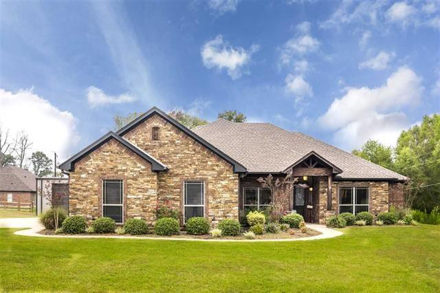 275 Towering Oaks Haven, Longview, TX 75605 (MLS #13702319) :: Team Hodnett