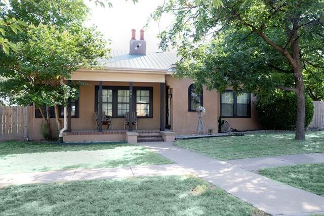 501 N Broadway Street, Ballinger, TX 76821 (MLS #13704541) :: Team Hodnett
