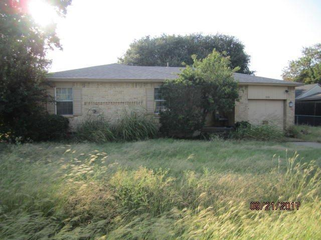 3527 Waters Street, Lancaster, TX 75134 (MLS #13713535) :: Pinnacle Realty Team