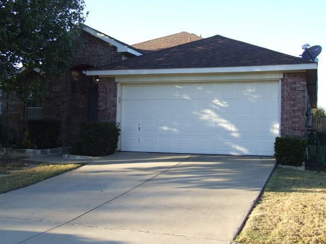 1913 Livingston Lane, Little Elm, TX 75068 (MLS #13715048) :: The Good Home Team