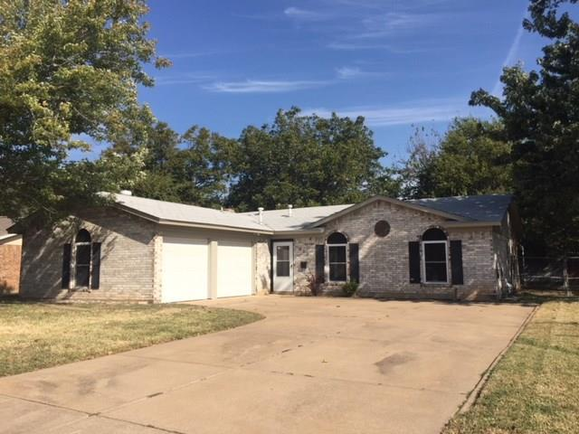 900 Redbud Street, Crowley, TX 76036 (MLS #13716528) :: The Mitchell Group