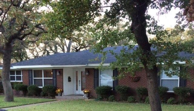 816 NW 11th Street, Mineral Wells, TX 76067 (MLS #13723254) :: Team Hodnett