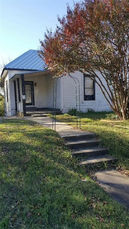 1414 W Chestnut Street, Denison, TX 75020 (MLS #13736106) :: Team Hodnett