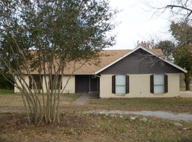 700 N Avenue E, Springtown, TX 76082 (MLS #13741401) :: Team Hodnett