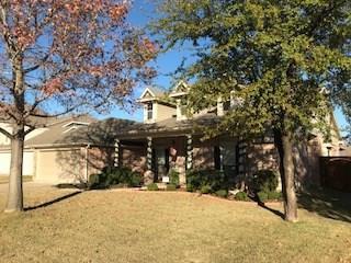 916 Water Oak Drive, Grapevine, TX 76051 (MLS #13742943) :: Carrington Real Estate Services