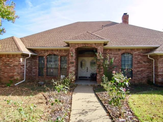 3001 Greenbrook Drive, Arlington, TX 76016 (MLS #13743637) :: Henegar Property Group -- Keller Williams Realty