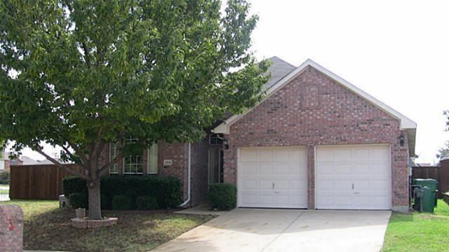 2332 Suntree Lane, Flower Mound, TX 75022 (MLS #13757669) :: The Holman Group